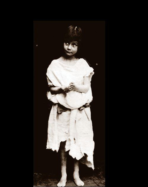 Что произошло 4 июля? 4 июля 1862 года во время лодочной прогулки преподаватель математики Чарльз Доджсон начал рассказывать Алисе Лидделл историю о девочке, побежавшей вслед за кроликом в Страну чудес.